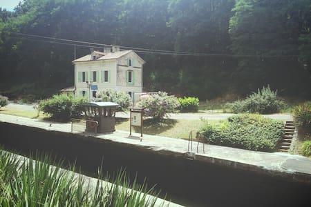 Maison éclusière au bord de la voie verte - Meilhan-sur-Garonne - Casa de hóspedes