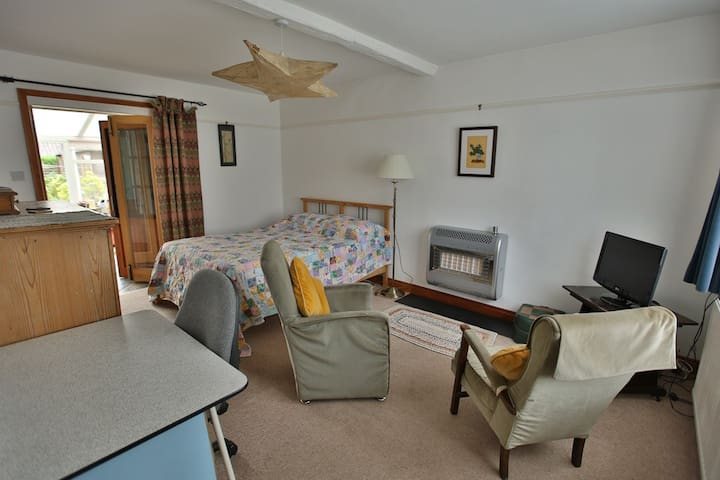 Large double room in seaside house - Wells-next-the-Sea - House