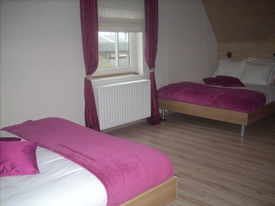 2 dubbele bedden + 2 single bedden