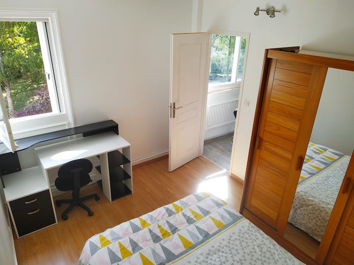 Chambre en colocation 15 min centre en bus+parking