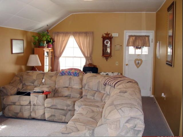 Comfortable space in small town SD - Sturgis - House