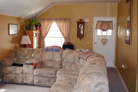 Comfortable space in small town SD - Sturgis - Haus
