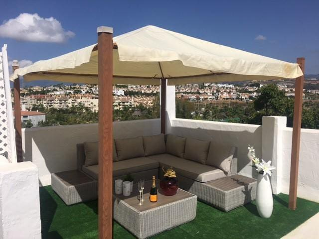 ROOM CLOSE TO PUERTO BANUS WITH ROOFTERRACE