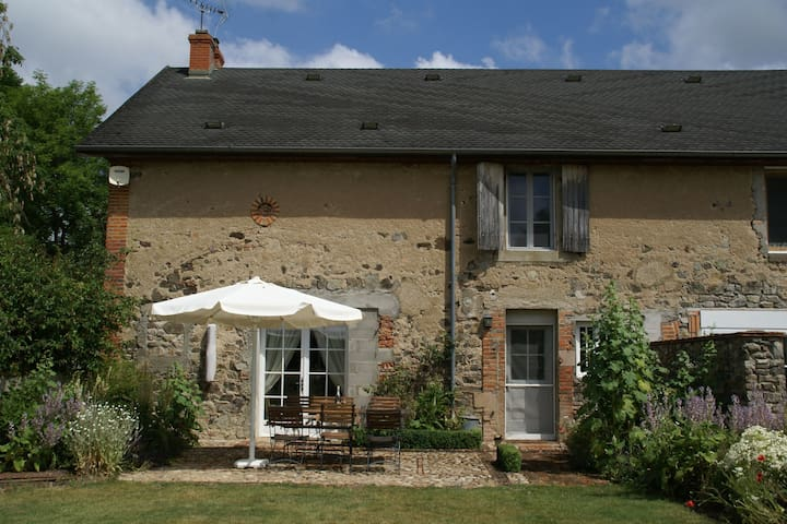Terraced holiday to riviert with cozy garden rich in culture France