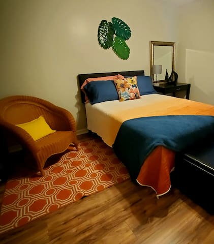 Second bedroom with full size mattress.