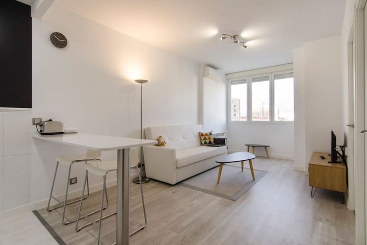 Santiago Bernabeu-1BD 1BTH- Bright and renovated
