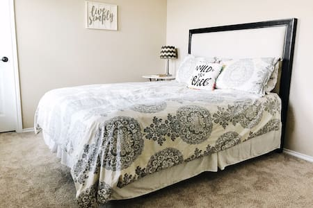 Your Austin Getaway - 2 Bedroom/1 Bath+ Media Room