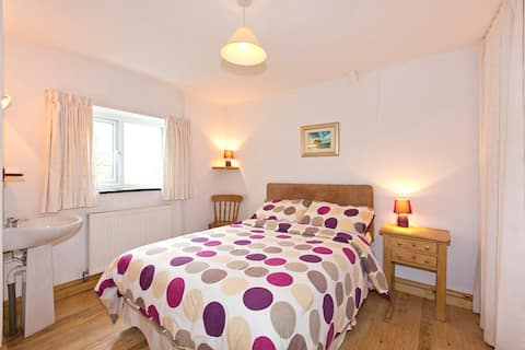 Cosy cottage close to Solva and sandy beaches