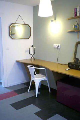 Une bureau de deux places