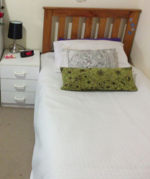 Room 2 Single bed
