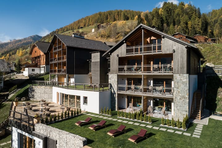 Les Dolomites Mountain Lodges****