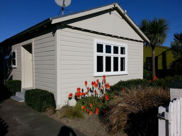 House on the Edge of Town - Featherston - House