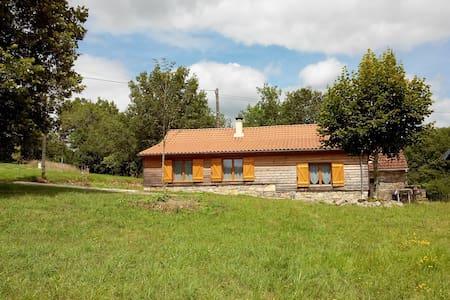 Chalet calme dans vallée de la Dordogne - Cressensac