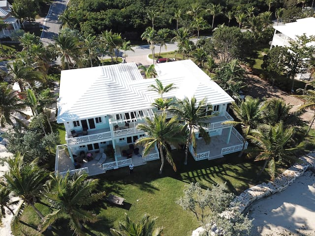 "Luxury Beachfront Villa - ""Wing N' Wing"""