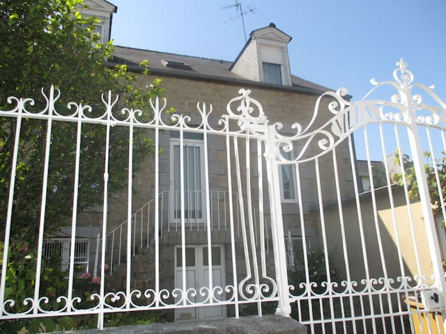 2 chambres libres dans la maison - Fougères - Wikt i opierunek