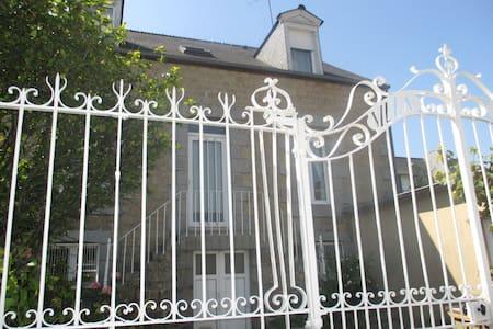2 chambres libres dans la maison - Fougères