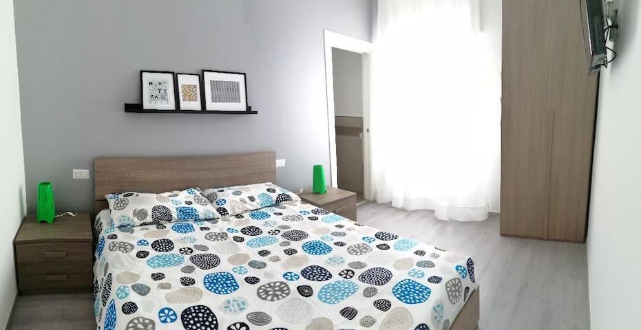 bedroom - camera da letto -  double bed - letto matrimoniale