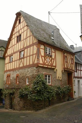 Half-timbered house Anno 1628 - Ediger-Eller - 一軒家