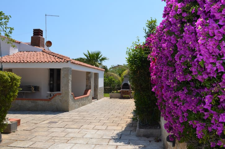 Cosy holiday house near the beach - Fontane Bianche - Hus
