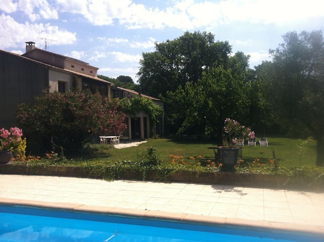 Ap 130m2, pool, huge garden - Vers-Pont-du-Gard - Appartement