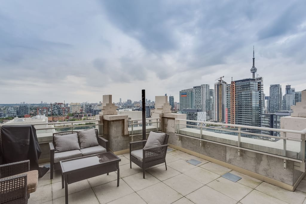 Spacious terrace overlooking downtown Toronto and the Niagara neighbourhood