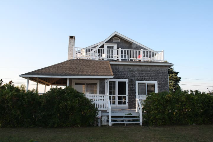 Beach House in Quonochontaug, RI - Charlestown - 一軒家
