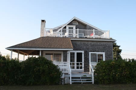 Beach House in Quonochontaug, RI - Charlestown - Haus