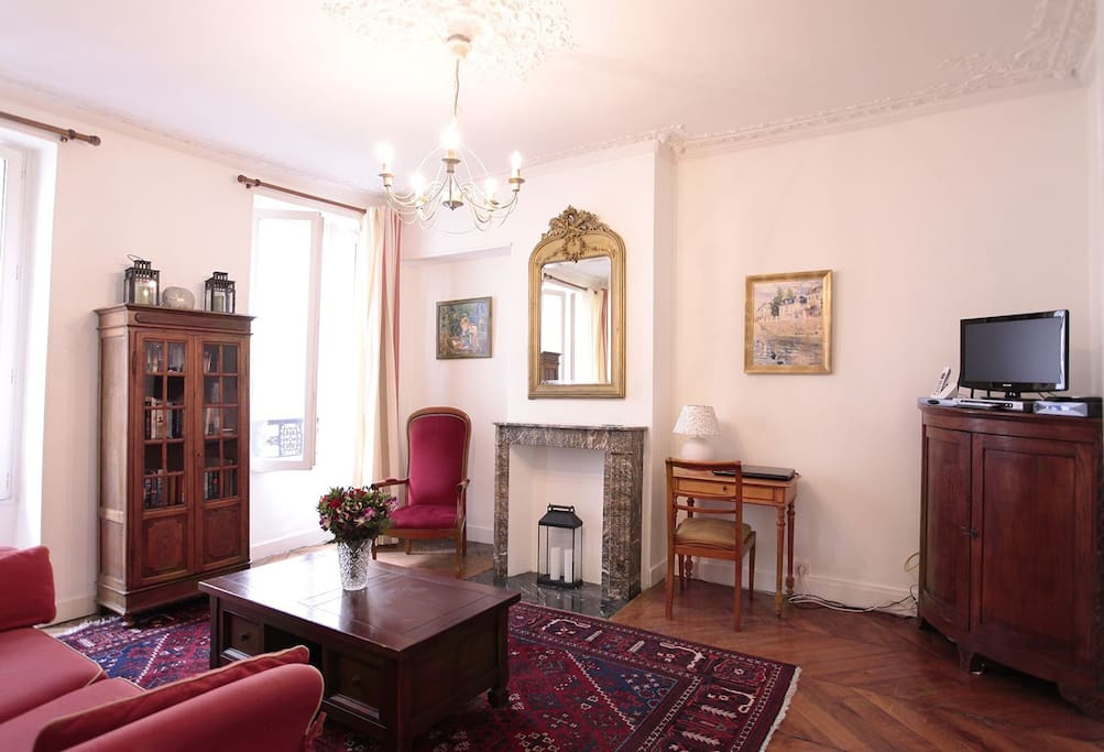 The wide plank, herringbone parquet floors date the apartment to sometime before 1875 and some of the antique furniture is from the same era. Original ceiling moulding adorns the main rooms of the flat. The entry foyer of the apartment has a large storage