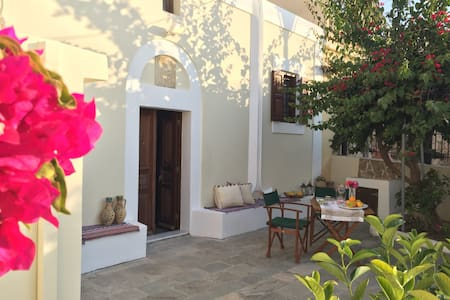 Traditional house with courtyard - Rhodes, Soroni - House