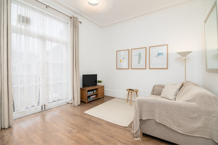 Modern 1 Bed Flat 5min to Clapham Junction Station