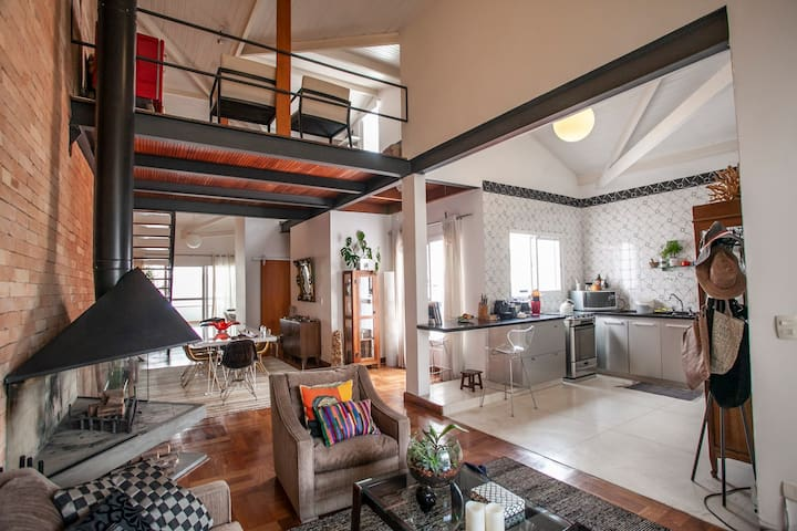 Wide, spacious and luminous loft (women only)