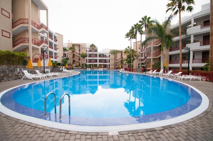 Air-Conditioned Apartment Balandros Palm Mar Close to Beach with Pool, Balcony & Wi-Fi; Parking Available