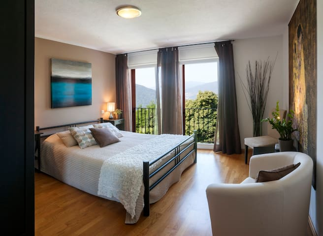 La Dolce Vita, Lake Lugano - room 1 - Rovio - Bed & Breakfast