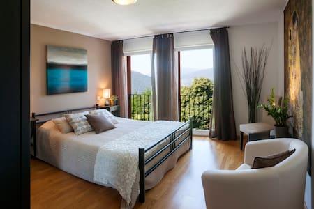 La Dolce Vita, Lake Lugano - room 1 - Rovio - Bed & Breakfast