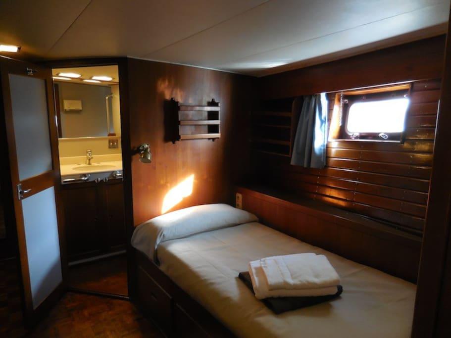 triple single bed