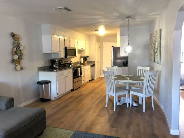2 Bed, 1 Bath Newly Renovated in 2018