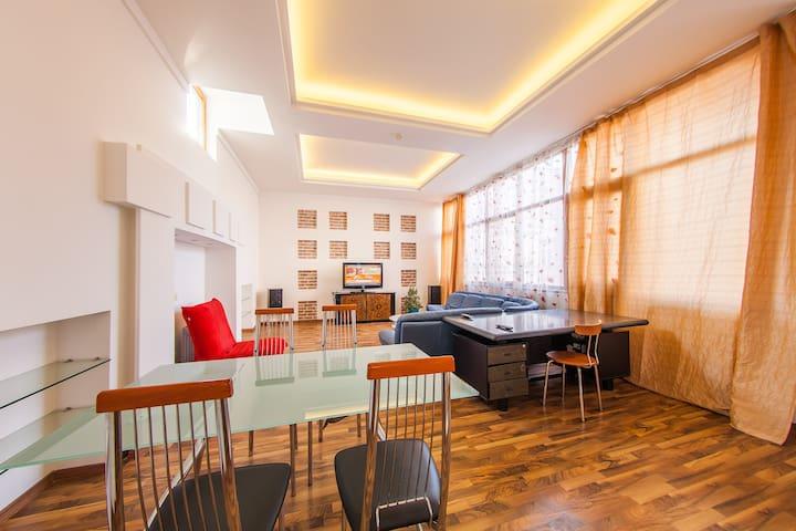 """Apartment """"4 rooms"""" on Gorodetskogo 11 - Kiev - Þjónustuíbúð"""