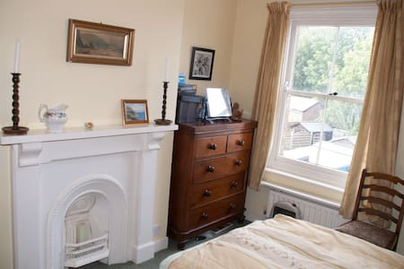 Nice Room, Dorchester Town Centre - Dorchester - Townhouse