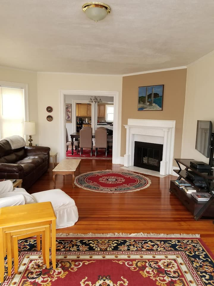 Apartment in Cranston/ Providence line - 2 bed
