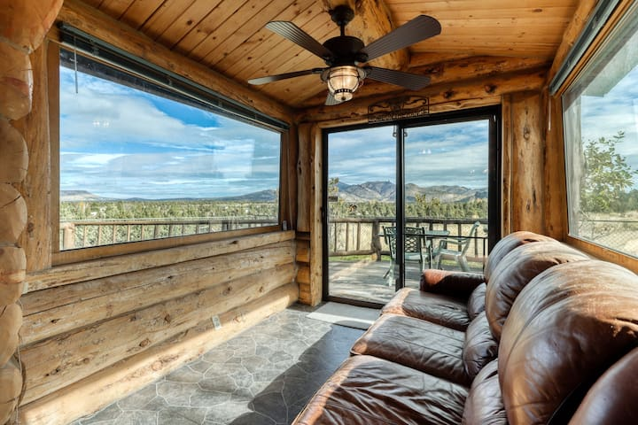 Dog-friendly log home with amazing mountain & valley views!