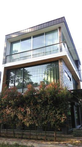 Pai Modern Rustic house.