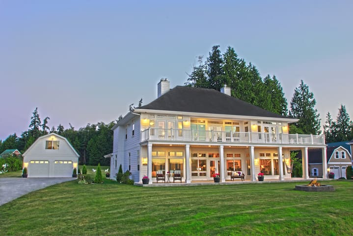 Hood Canal Grand Cottage & Beach - Poulsbo - House