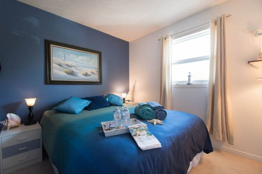 orleans getaway queen bed shared bath breakfast chambres d 39 h tes louer ottawa ontario. Black Bedroom Furniture Sets. Home Design Ideas