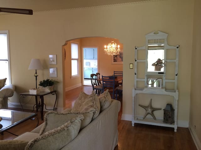 Cute Home-Walk to Bay!Near Downtown - Corpus Christi - Talo