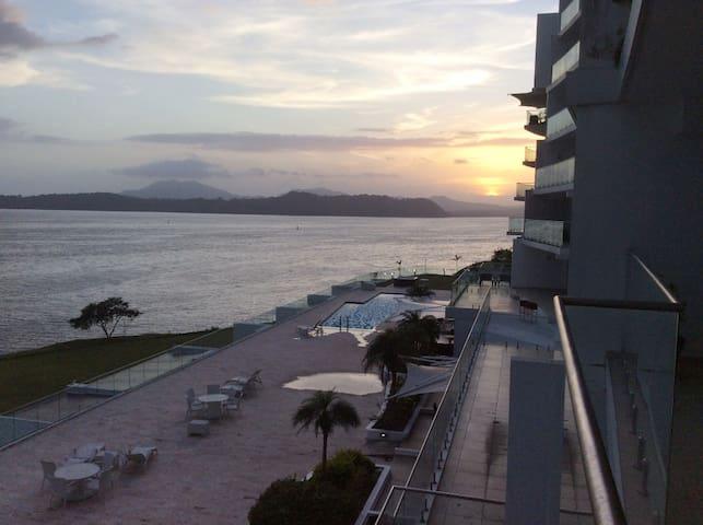 PANAMA CANAL & PANAMA CITY - FULL OCEANFRONT APT