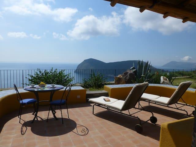 """""""La Capperina"""" deliziosa villetta Wi-Fi libero - Lipari - House"""