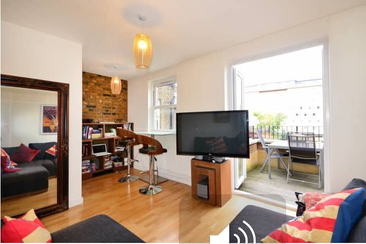 Modern one bedroom flat in North London (Zone 2)
