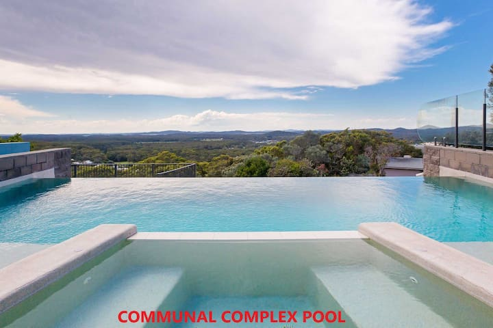 'One Mile Ridge', 12a/26 One Mile Close - stunning views, air con, infinity pool
