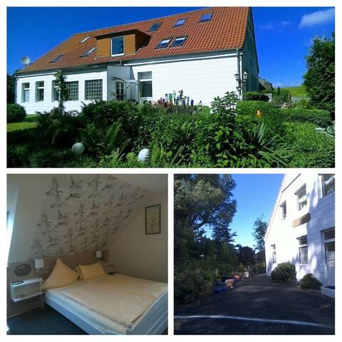 Gästehaus Hemmerdeich -Alte Schule-Bed / Breakfast