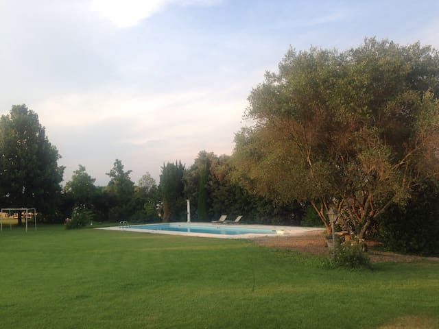 Pretty Villa with Pool and Garden - Marchesino - Casa de campo